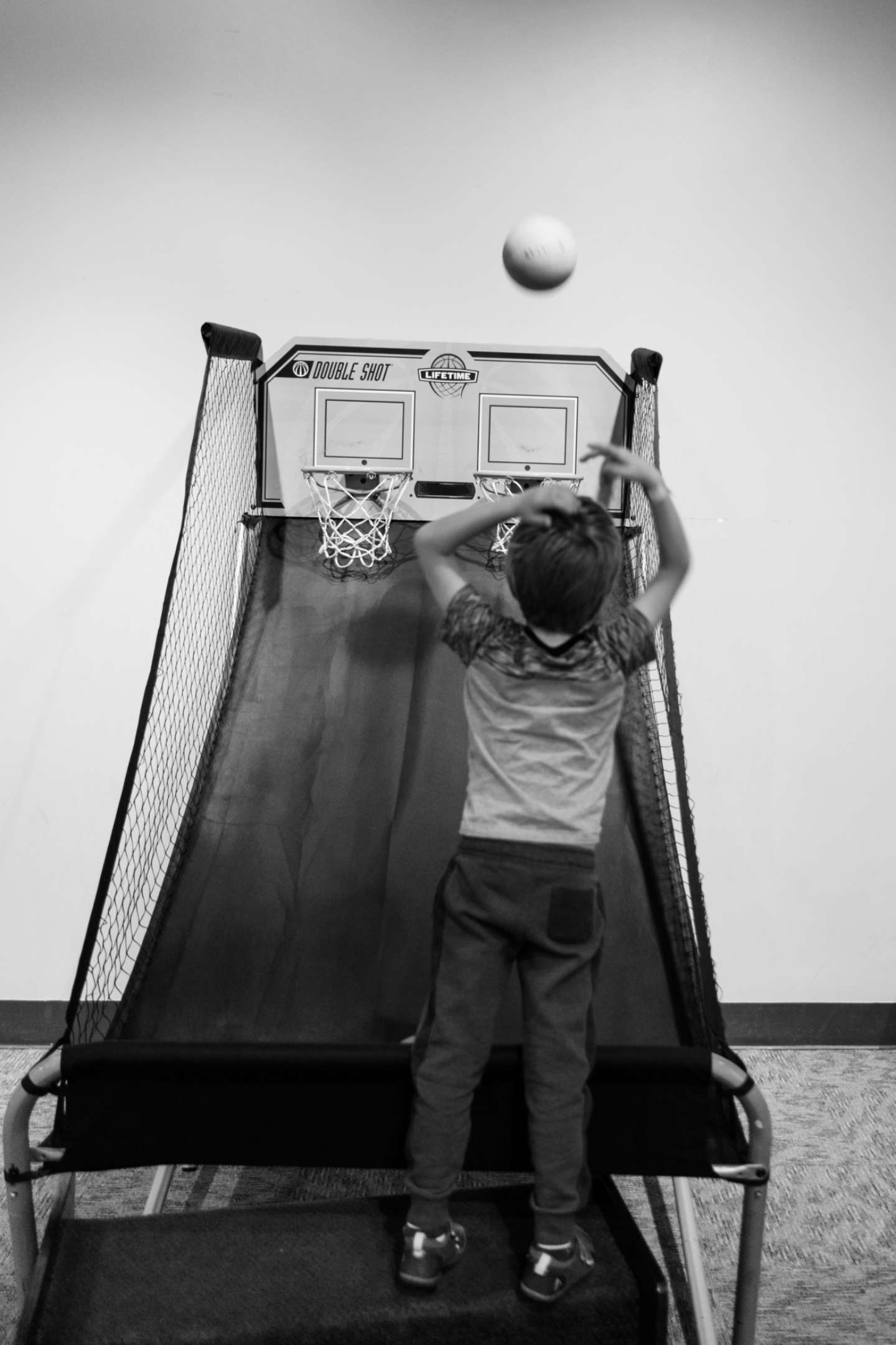 The boy shooting hoops 2017-12-05